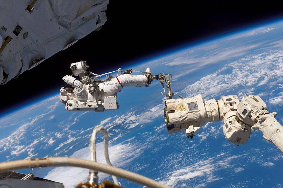 LESSONS FROM NASA ASTRONAUT ON LIVING AND WORKING IN SPACE